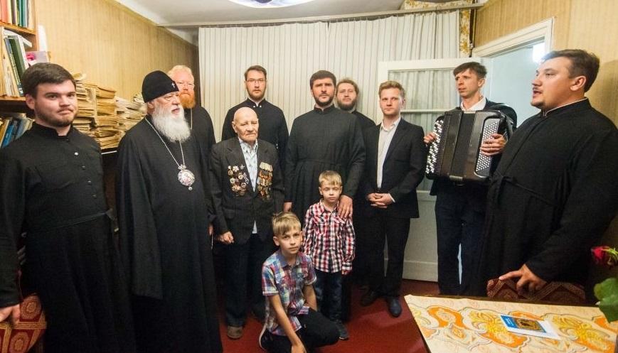 Хор Одесской епархии исполнил ветеранам песни военных лет / eparhiya.od.ua