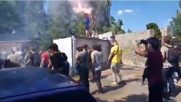 Activists have set off firecrackers / A screenshot