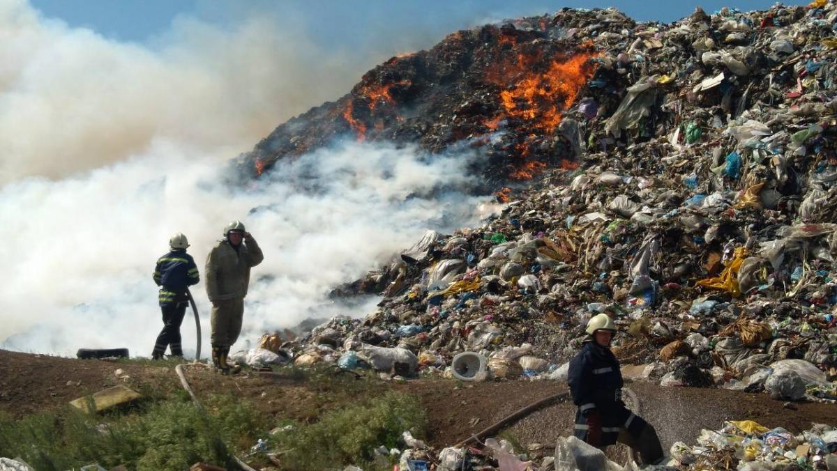 Под Днепром горел мусорный полигон / ГУ ГСЧС Украины в Днепропетровской области