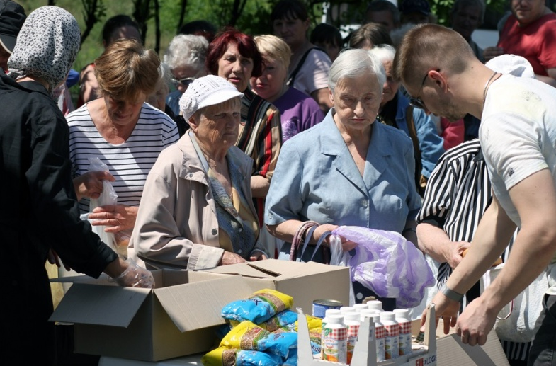 Община Кафедрального собора УПЦ провела акцию по выдаче продуктов киевским пенсионерам / sobor.in.ua