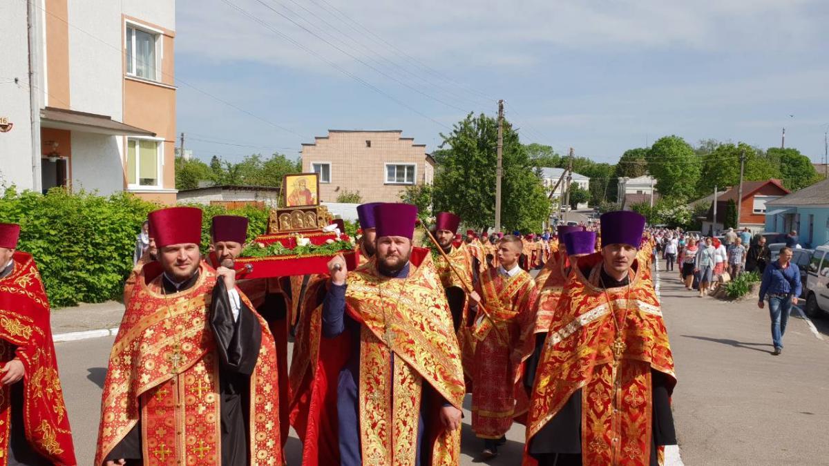 После Литургии состоялся Крестный ход к часовне всех Волынских святых / orthodox.vinnica.ua