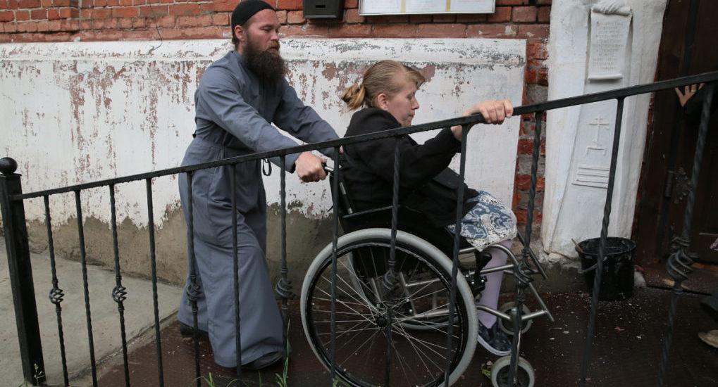Патріарх вважає, що кожен настоятель повинен знати всіх самотніх і нужденних свого приходу / foma.ru