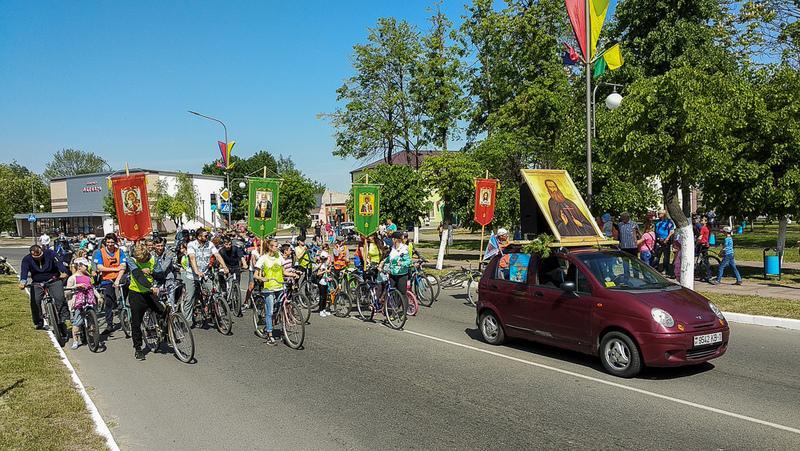 В пробеге приняли участие более 90 человек на велосипедах, мотоциклах, квадроциклах и автомобилях / church.by