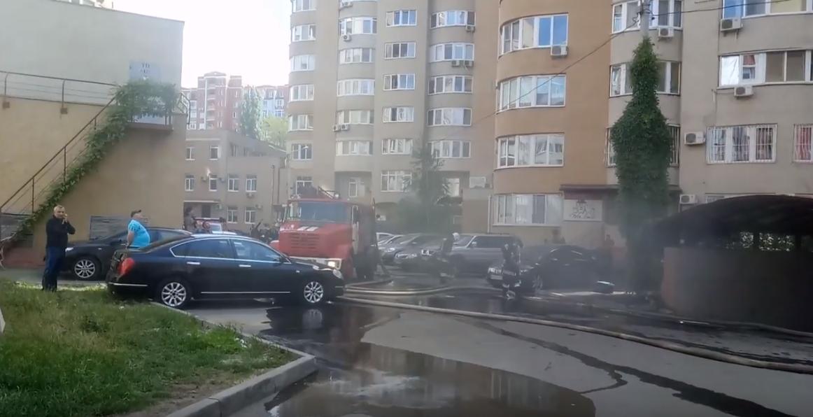 В Одессе горит подземная парковка элитной многоэтажки / скриншот из видео