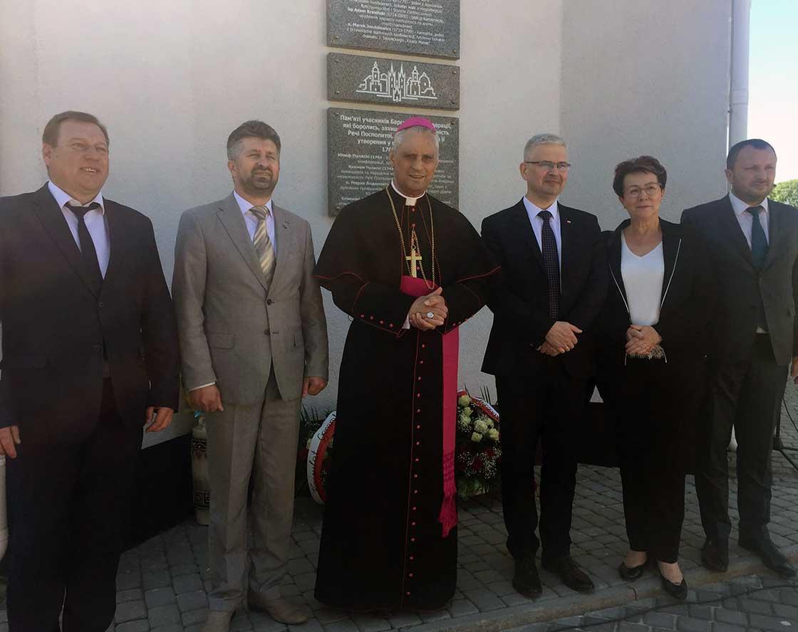 У Барі відкрили меморіальну дошку, присвячену 250-річчю Барської конфедерації / rkc.in.ua