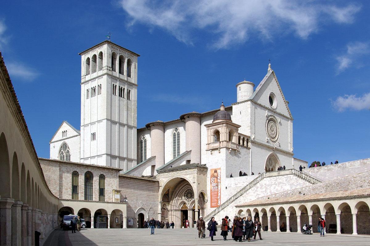 В монастыре Сан-Франческо ежегодно заключают более 300 гражданских браков / ayda.ru