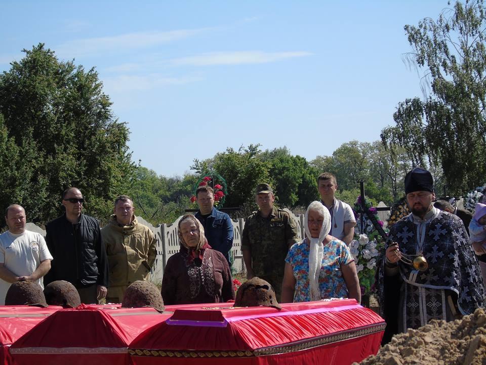 После официальной части мемориального мероприятия священники отслужили заупокойную литию \ Малинский горсовет