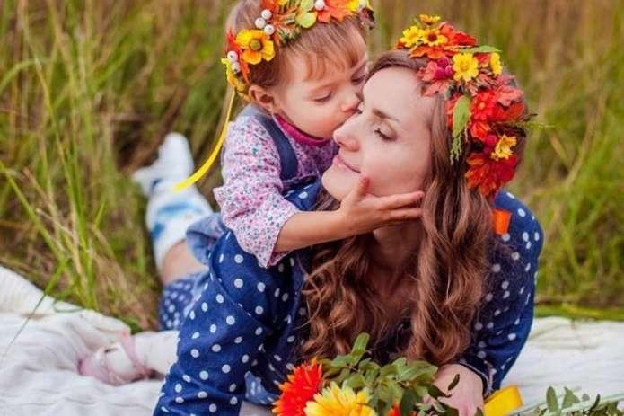 Google присвятив дудл Дню матері / фото acc.cv.ua