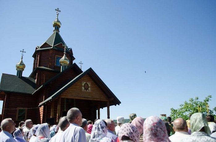 Під час літургії паломники молилися за мир в Україні / фото УНІАН