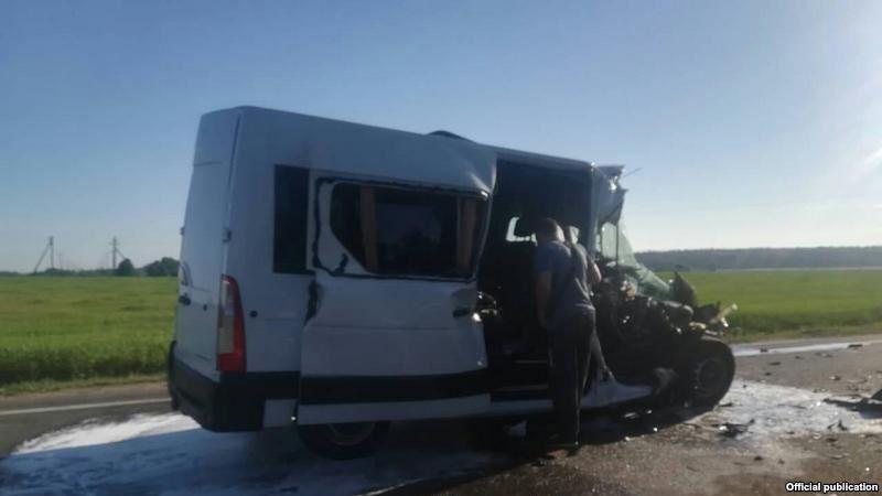 Водитель Renault Master проявил невнимательность к дорожной ситуации и не успел избежать столкновения / фото radiosvoboda.org