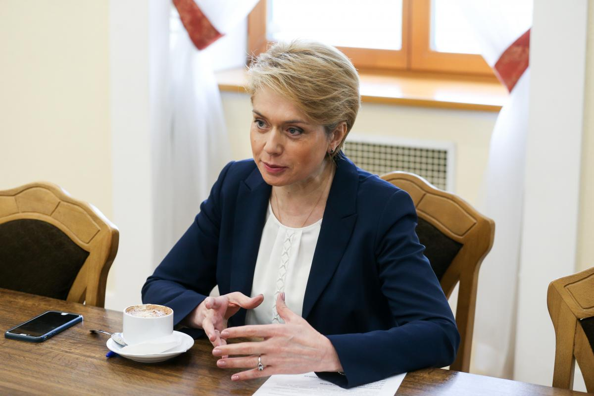 Гриневич отметила, что повышение окладов может произойти в рамках роста минимальной зарплаты \ УНИАН