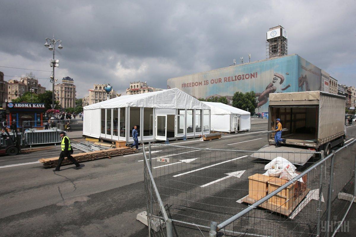 На Крещатике начали строительство фан-зоны к финалу Лиги чемпионов / УНИАН