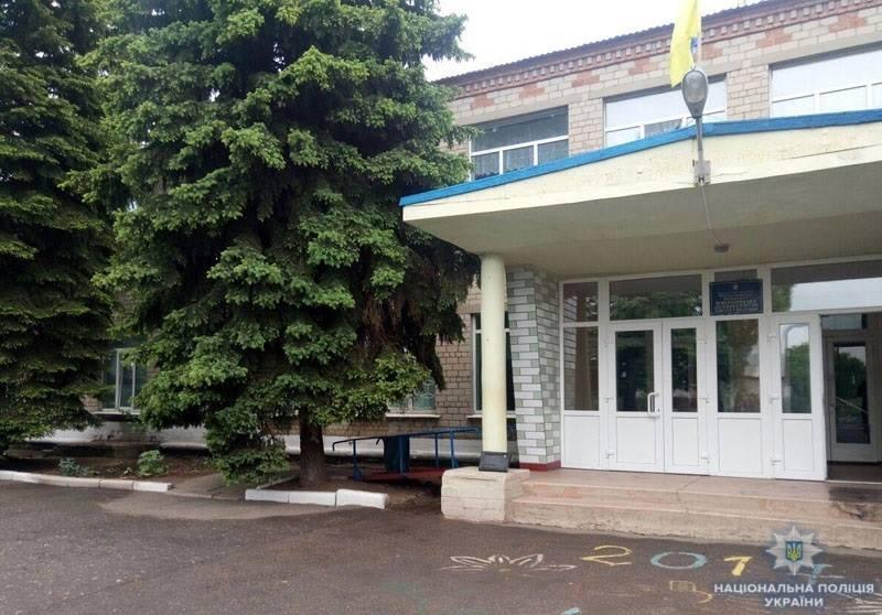 В школе в донецкой области распылили слезоточивый газ / фото полиция Донецкой области