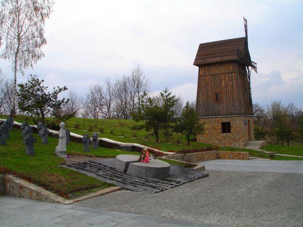 Мемориал Голодомора доподжога / obukhiv.info