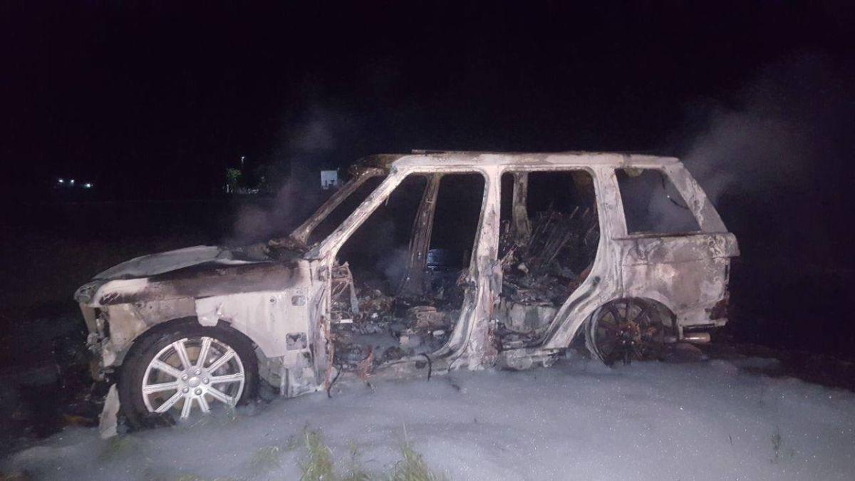 Убегая от полиции преступники сожгли один из своих автомобилей / фото facebook.com/Vyacheslav.Abroskin