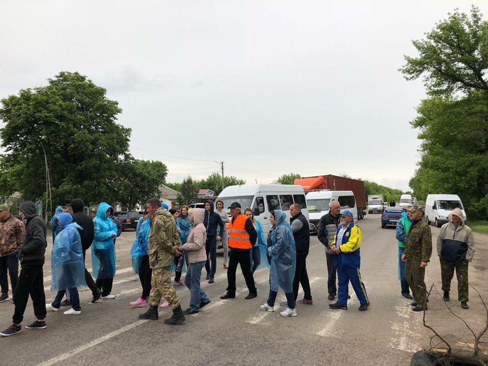 Часть местных жителей уже не верит обещаниям - из-за чего начали акцию протеста / Фото изFacebook