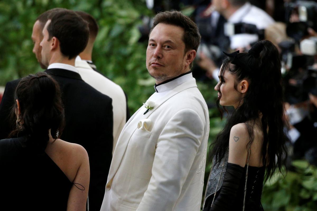 Илон Маск и певица Граймс / REUTERS