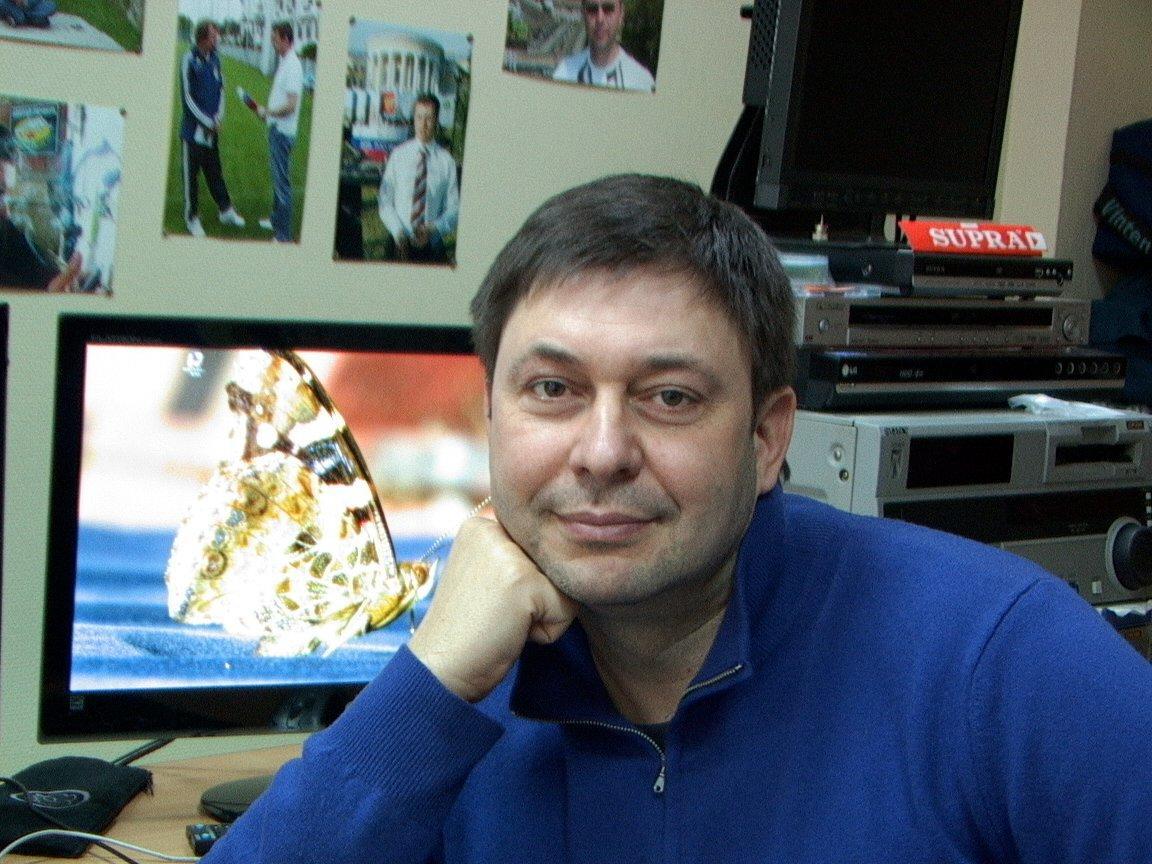 БУ провела слідчі дії в офісі РІА «Новости Україна» в Києві / фото Facebook Кирилл Вышинский