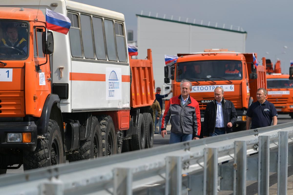 Владимир Путин на Крымском мосту / REUTERS