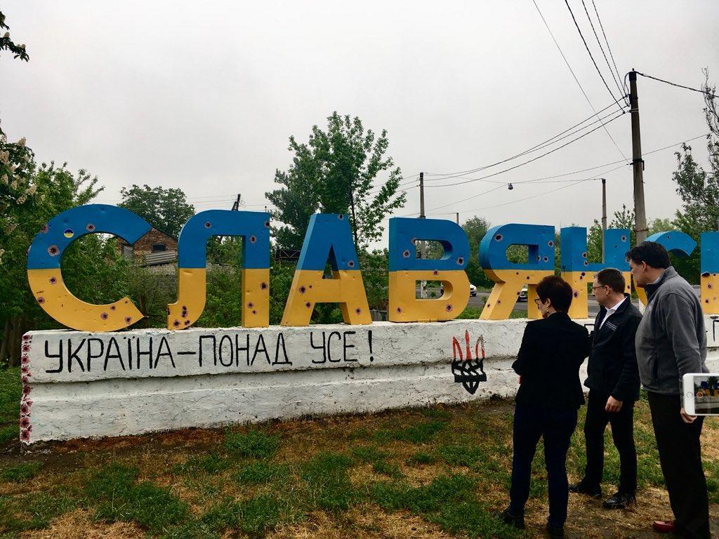 15 мая Волкер побывал на Донбассе / фото twitter.com/SpecRepUkraine