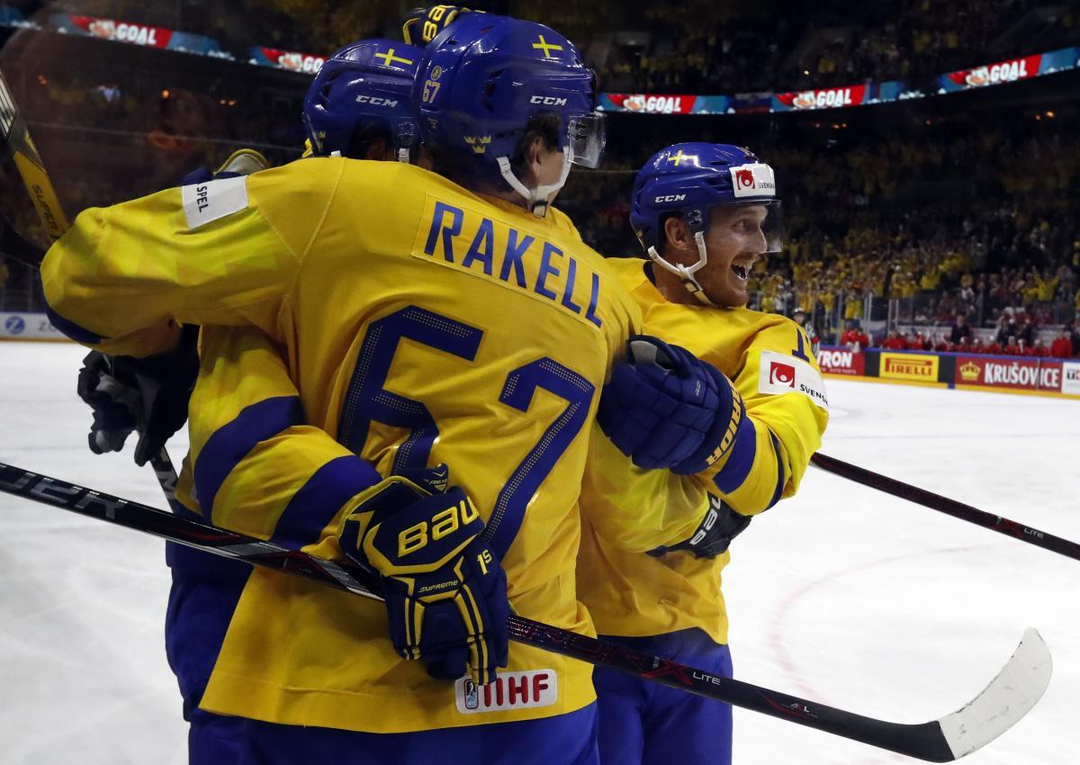 Сборная Швеции обыграла Россию и заняла первое место в группе / REUTERS