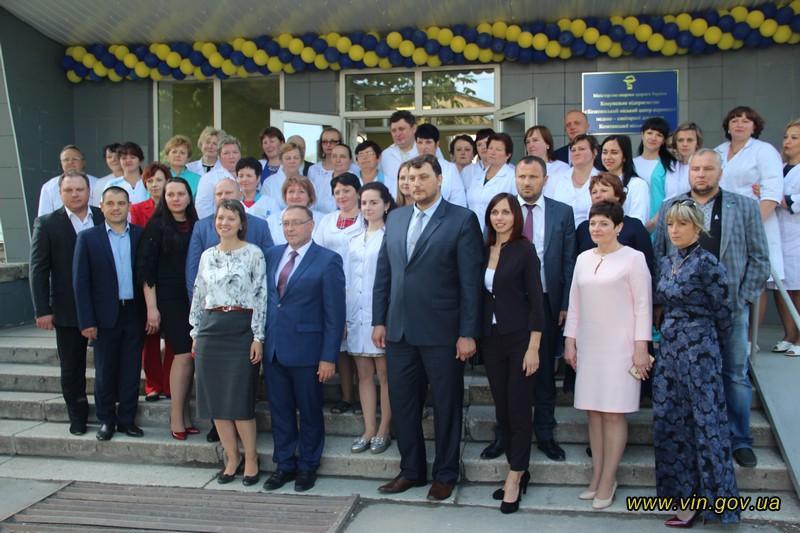 Голова облдержадміністрації оглянув відремонтоване приміщення лікарні та поспілкувався з медичними працівниками центру / фото vin.gov.ua