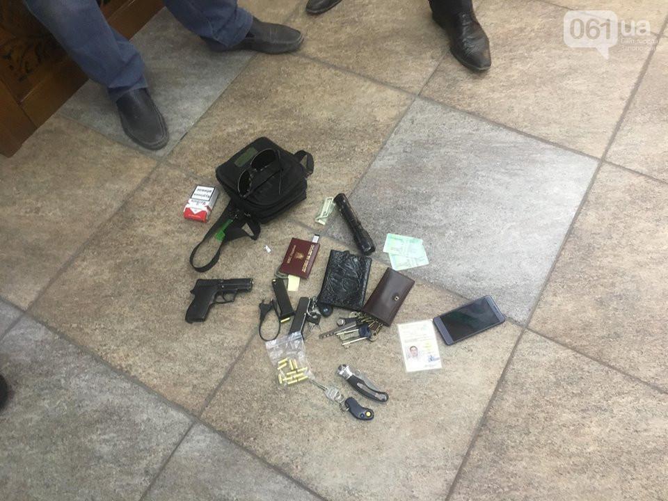 У задержанного обнаружили пистолет, электрошокер и нож / 061.uа