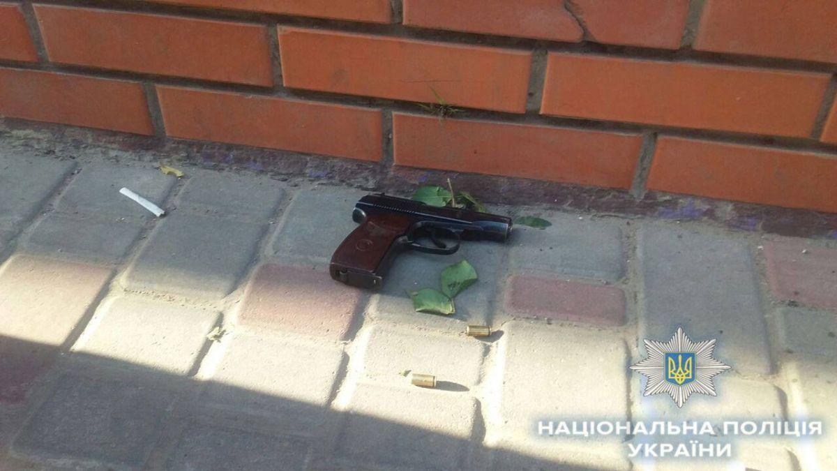 На улице один из отдыхающих выстрелил в воздух / фото facebook.com/gunp.odessa