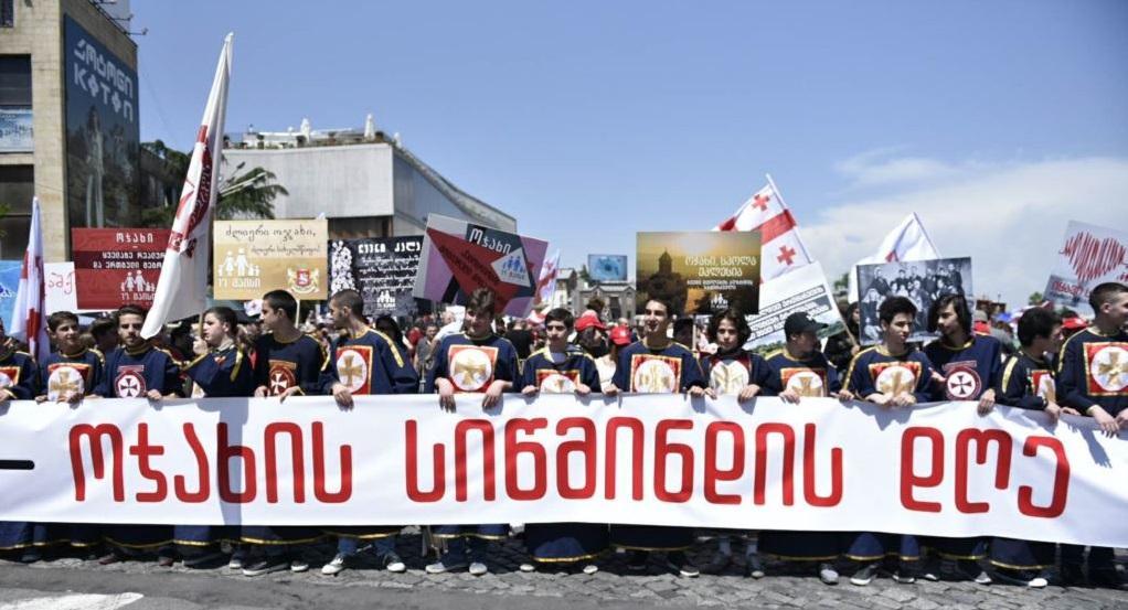 В Тбилиси проходит массовое шествие / ekhokavkaza.com