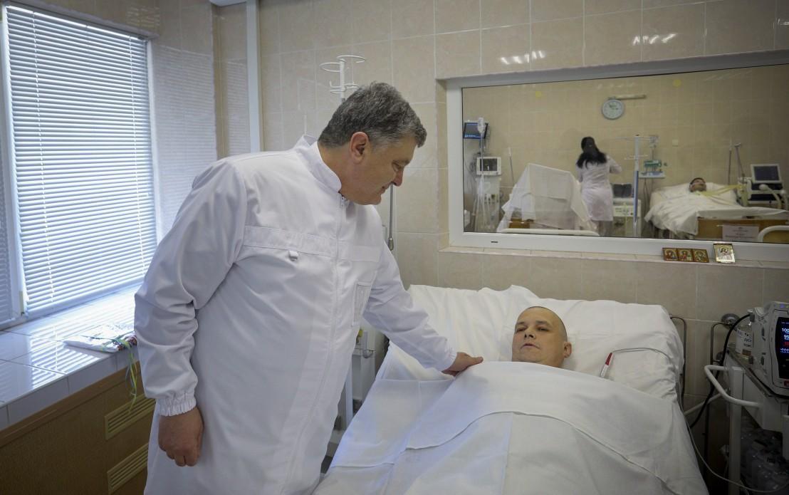 Порошенко подчеркнул, что государство будет поддерживать образовательные программы для врачей \ president.gov.ua