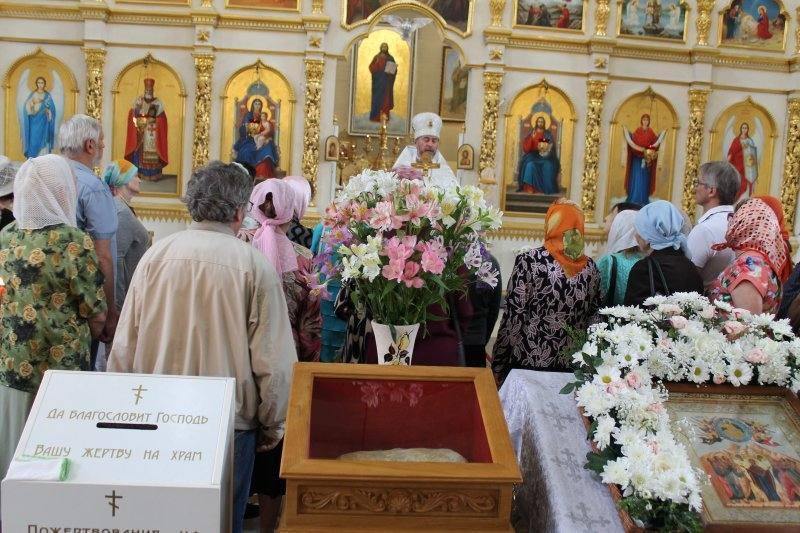 В Запорожье верующие поклонились точной копии отпечатка стопы Спасителя / hramzp.ua