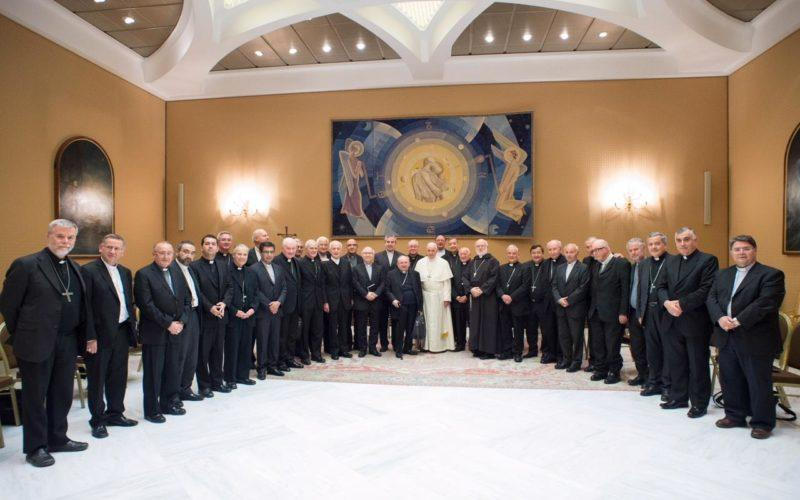 Такое беспрецендентное решение епископы приняли в последний день их встречи с Папой Римским / catholicherald.co