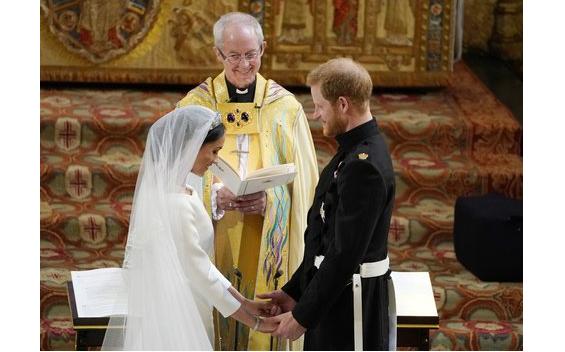 У Британії в каплиці святого Георгія повінчалися принц Гаррі і Меган Маркл / m24.ru