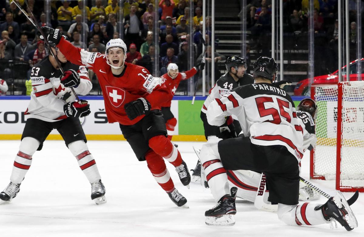 Игроки сборной Швейцарии обыграли Канаду в полуфинале ЧМ / Reuters