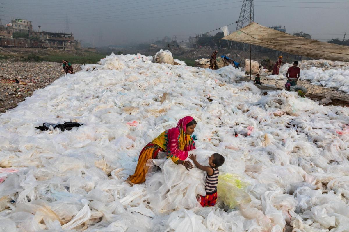Пластик находили в самых отдаленных уголках планеты / фото nationalgeographic.com