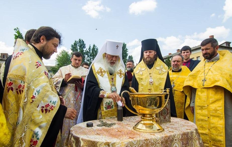 Митрополит Агафангел совершил закладку капсулы под строительство храма-часовни / eparhiya.od.ua