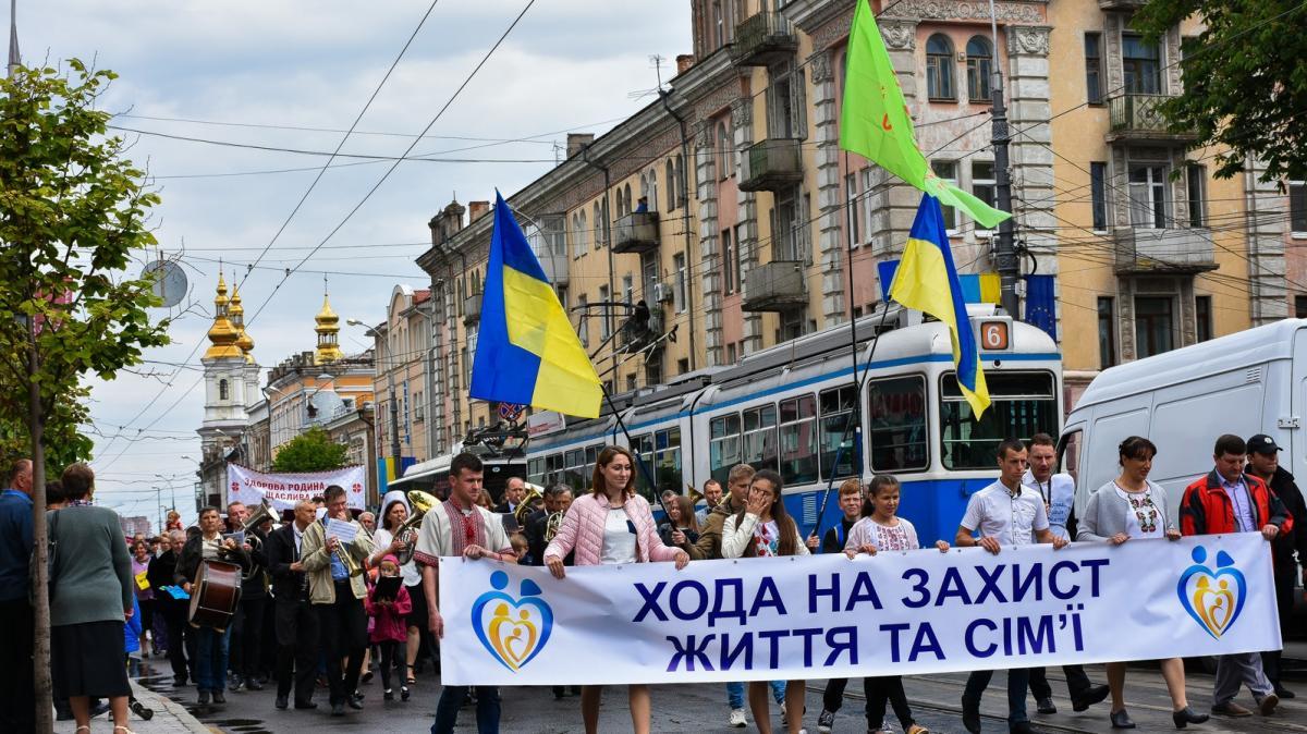 """У Вінниці відбулась хода """"На захист життя та сім'ї"""" / orthodox.vinnica.ua"""