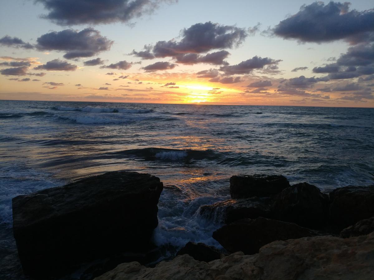 Закаты в Тель-Авиве очаровывают и умиротворяют / Фото Андрей Семко