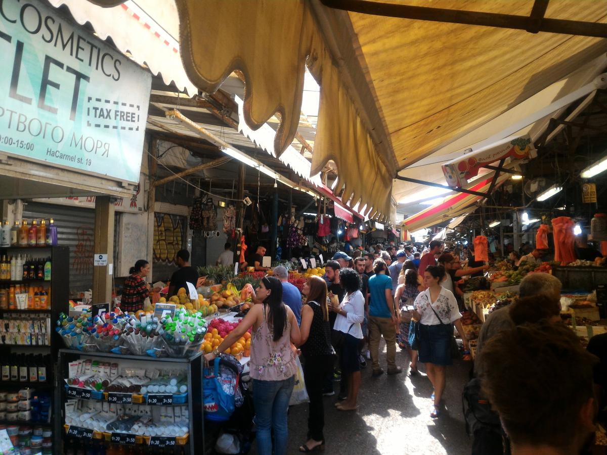 На рынках в Тель-Авиве покупки выгоднее всего делать перед шаббатом – будут скидки / Фото Андрей Семко