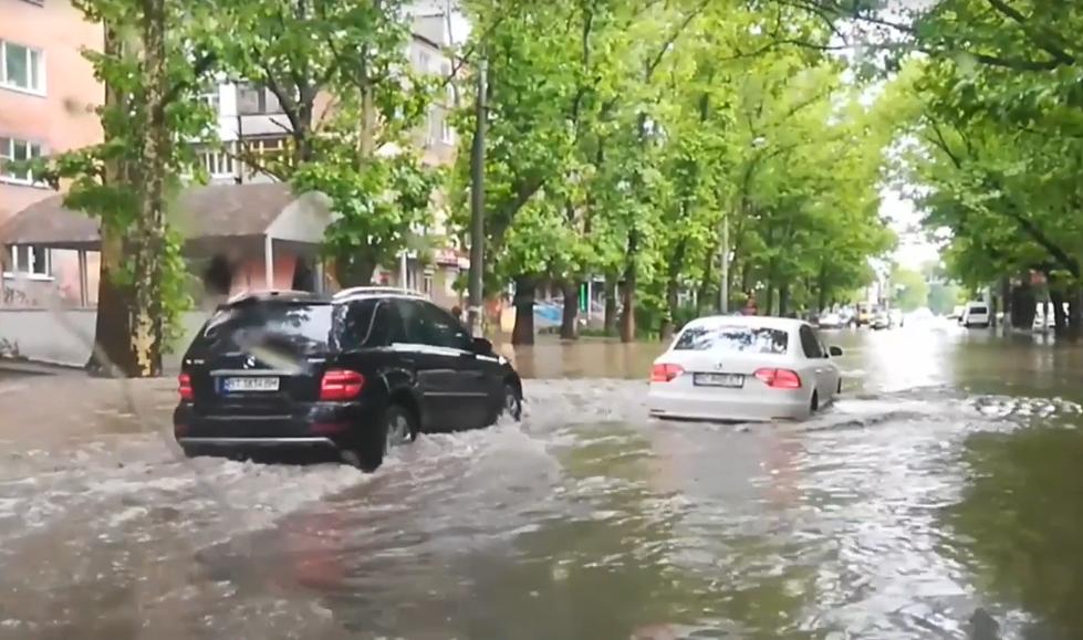 У Херсоні затопило вулиці / скріншот