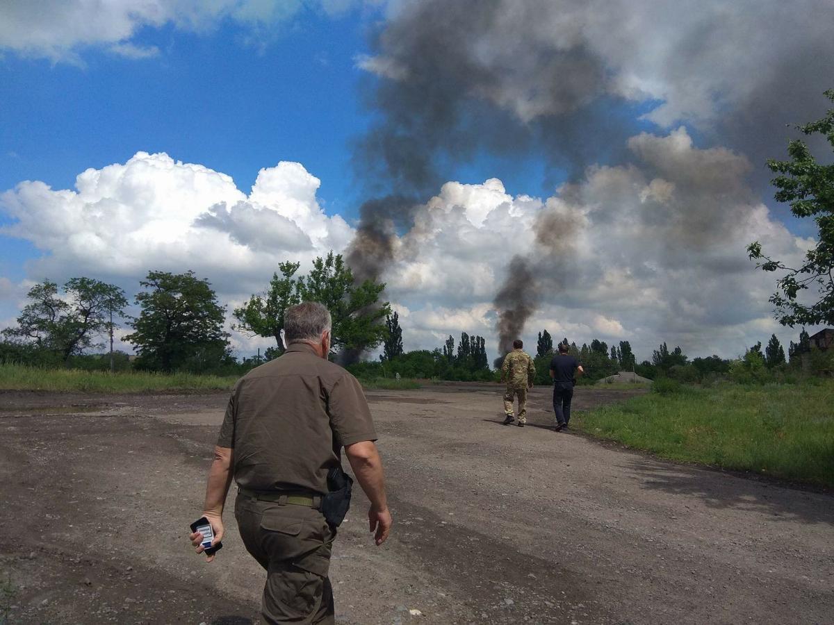 Бійці підозрюють, що ворог міг застосувати проти них заборонений фосфор / фото Павло Жебрівський, Facebook