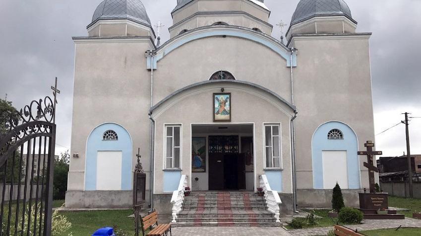 Двух пьяных мужчин, которые обокрали храм УПЦ в Хмельницкой области, задержали за 10 минут /hm.npu.gov.ua