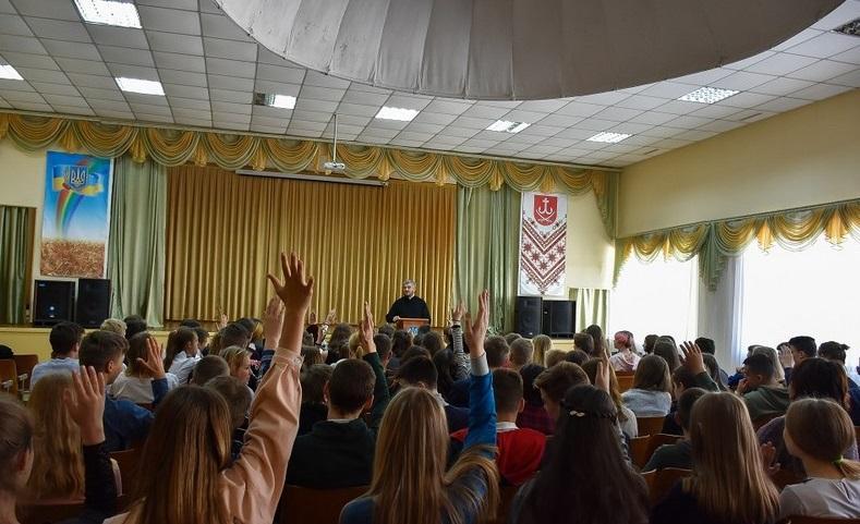 У Вінниці представники Ради Церков розповіли в школах про християнські сімейні цінності / vin.gov.ua