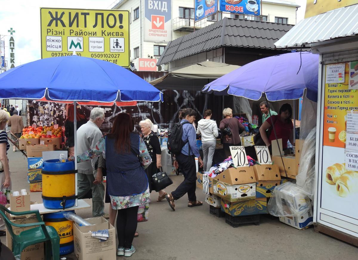 Бурлящий мир на Центральном киевском железнодорожном вокзале / фото УНИАН