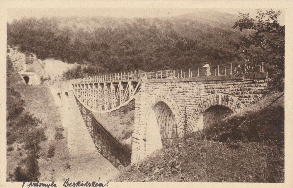 Старе фото Бескидського тунелю і мосту біля нього / Фото: pershij.com.ua