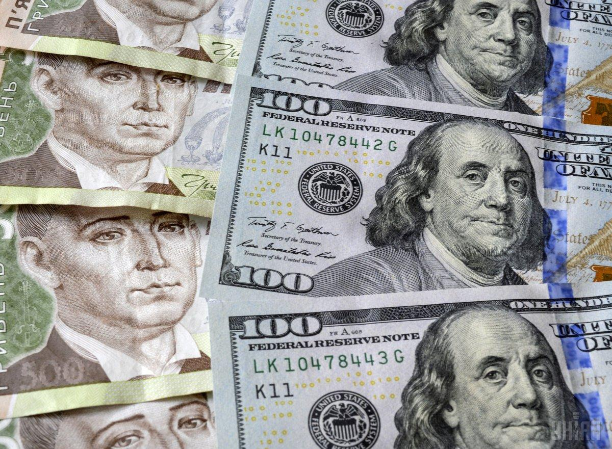Средневзвешенный курс аукциона составил 27,9013 гривни за доллар / фото УНИАН