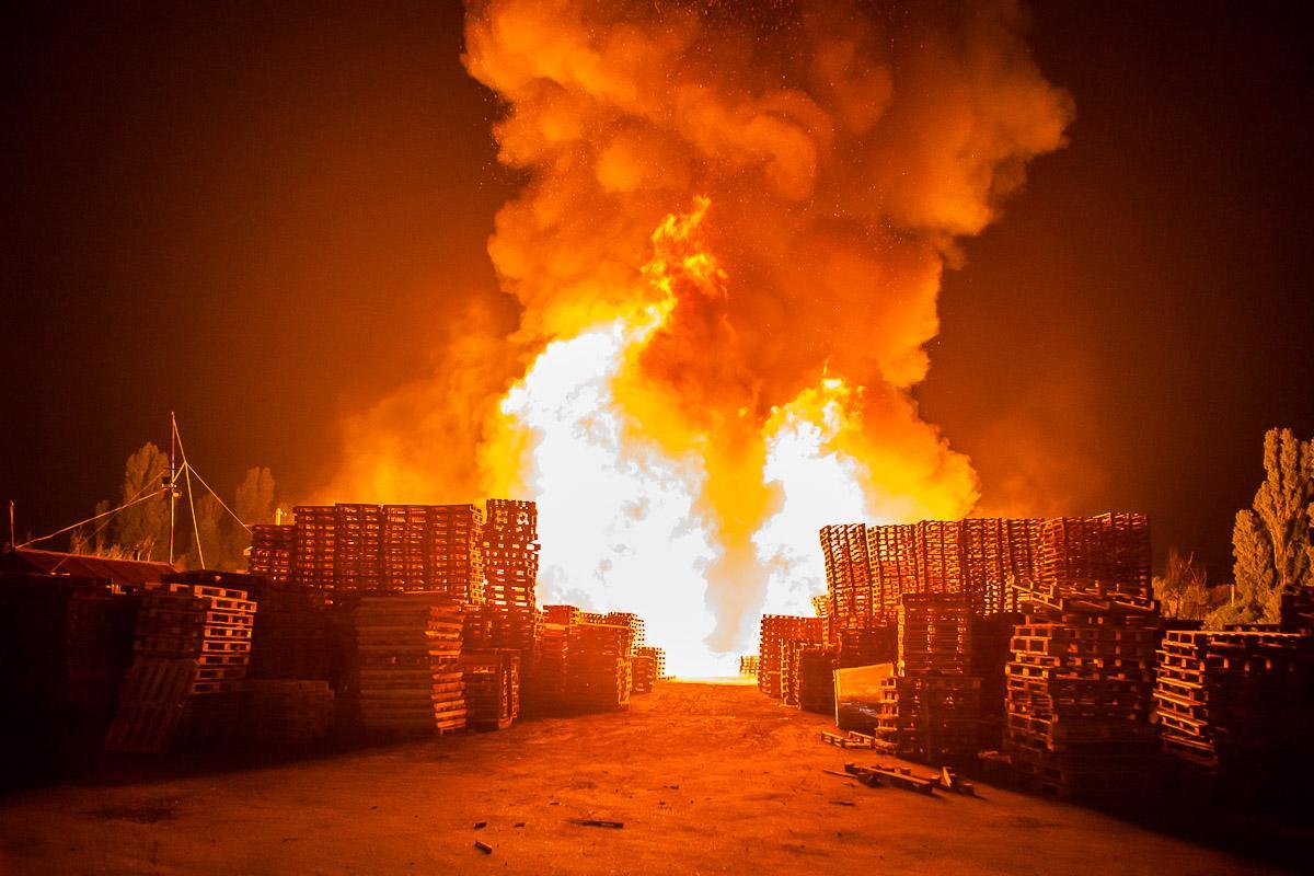 В Днепре произошел масштабный пожар / фото Евгений Ошарин / Информатор