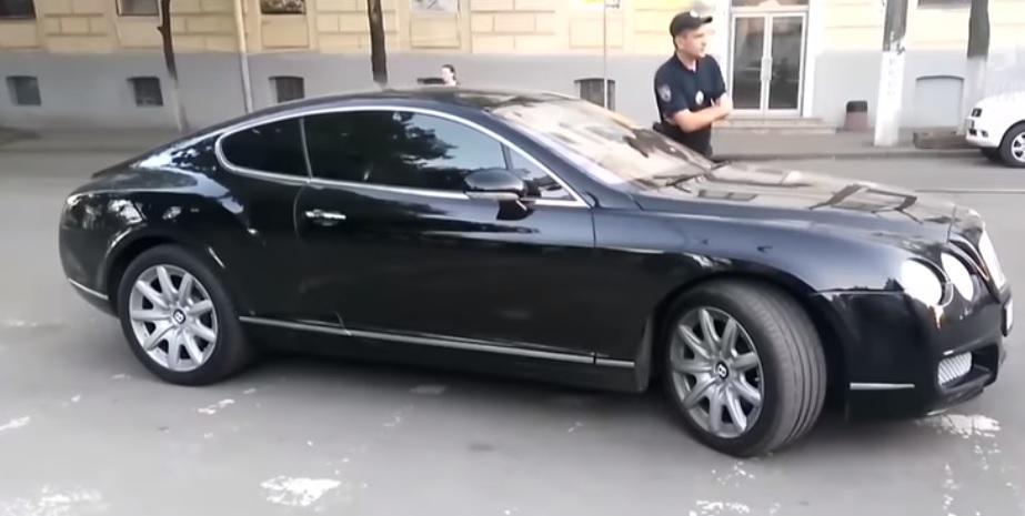 Водитель отказался переставить машину / Скриншот видео ТСН