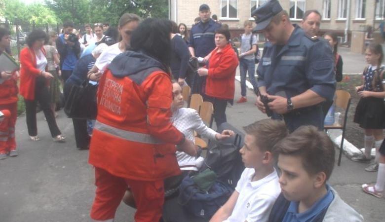 Из харьковской школы в больницу были госпитализированы 35 детей / фото objectiv.tv