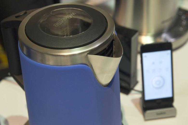 Чайник, которым можно управлять по Wi-fi / REUTERS